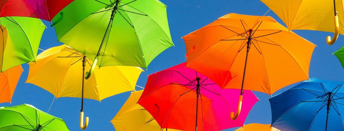 Multi-gekleurde paraplu's.