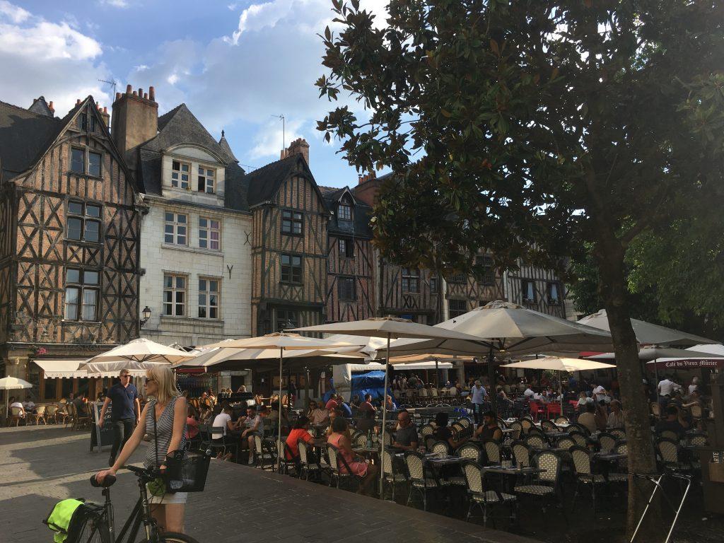 Vakwerkhuizen op een plein in Tours
